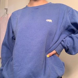crew neck with a bear embroidery